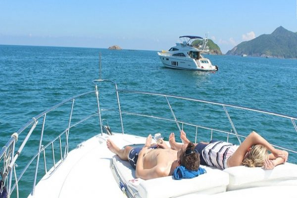 How to Select a Private Charter Boat for Your Holiday